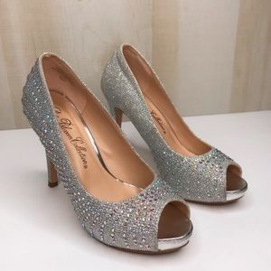 DE BLOSSOM COLLECTION Shiny Heels Size 5.5